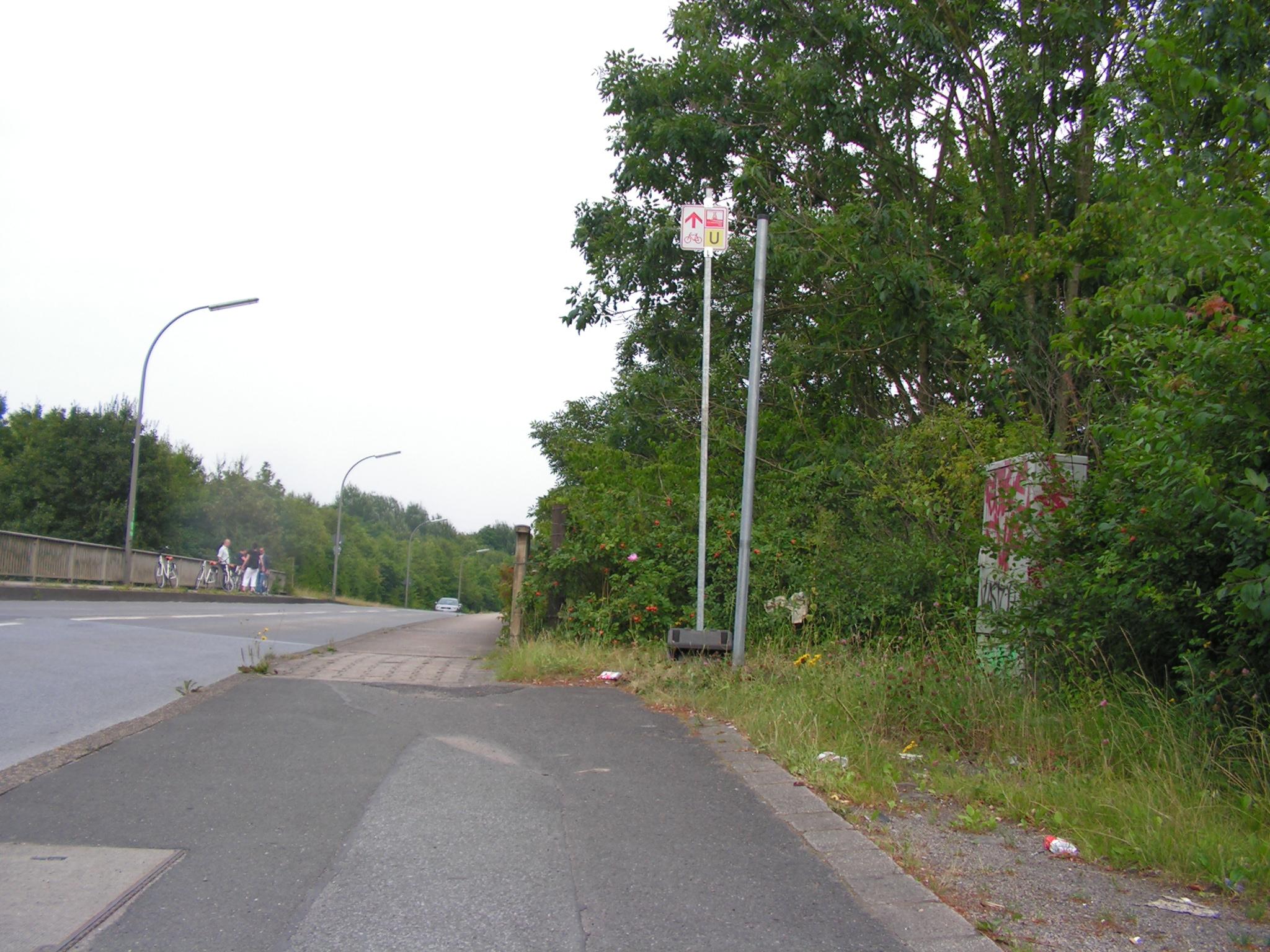 Blick zurück: Umleitungsschild Emscherparkradweg. (Foto: Peter Maier)