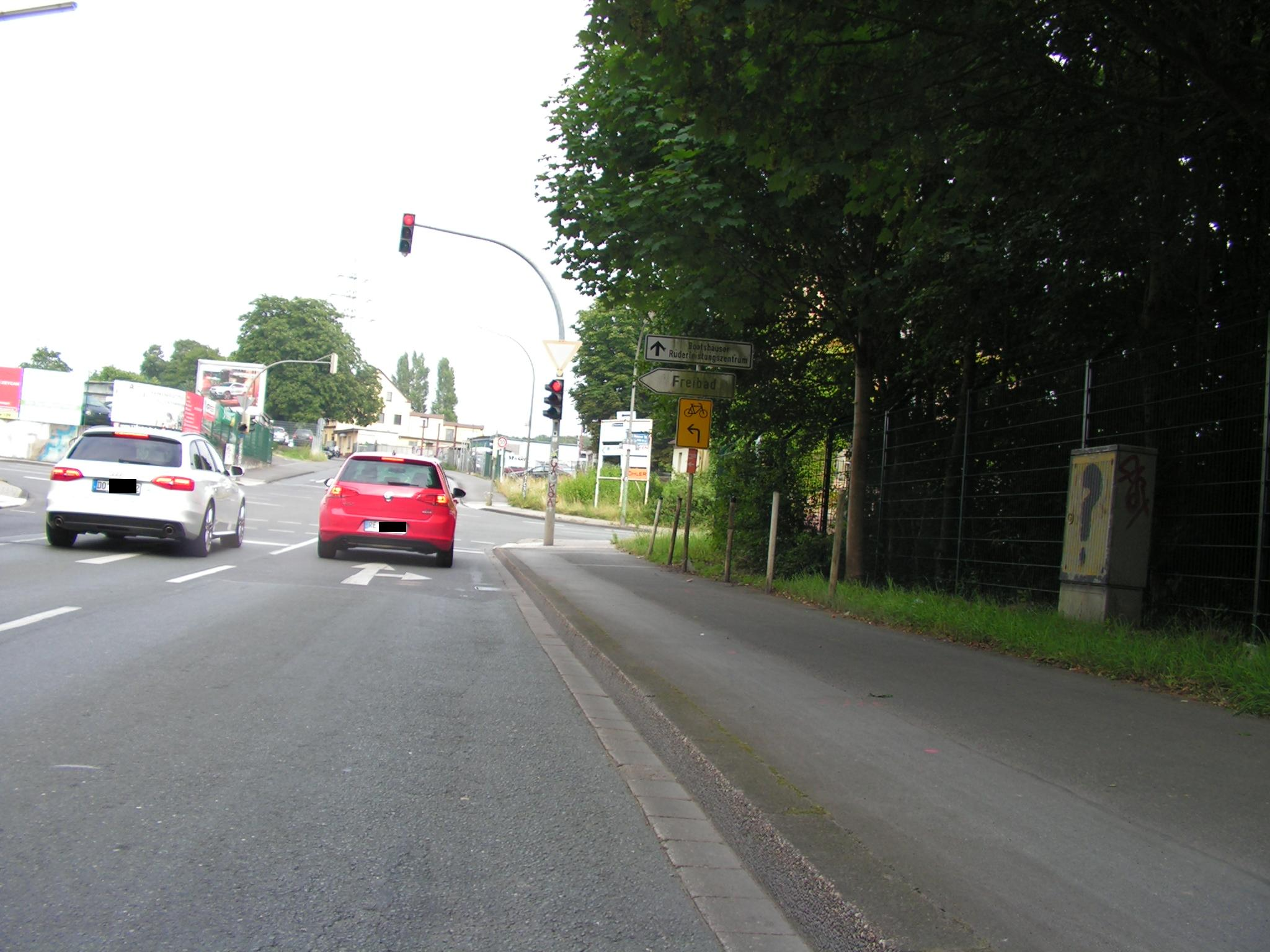 Umleitung nach links in die Deusener Straße ordentlich beschildert. (Foto: Peter Maier)