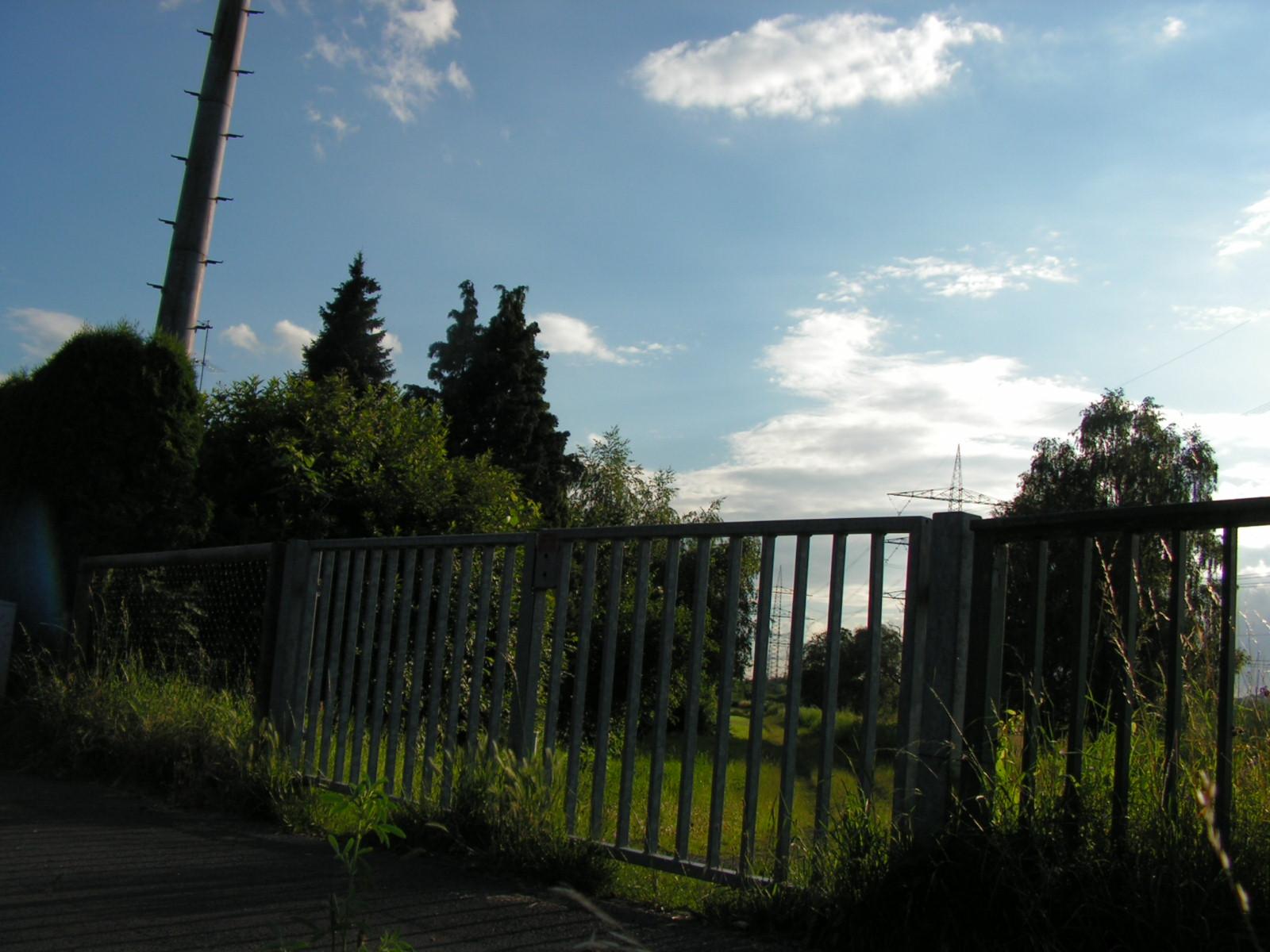 Betriebsweg der Emschergenossenschaft am Grotenbach in Dortmund-Persebeck, Blick in Richtung Westen/Witten. (Foto: Peter Maier)