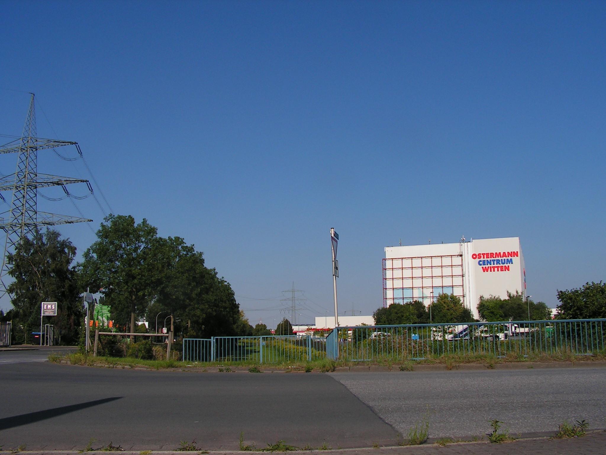 Betriebsweg der Emschergenossenschaft am Grotenbach im Salinger Feld. Blick nach Osten. (Foto: Peter Maier)