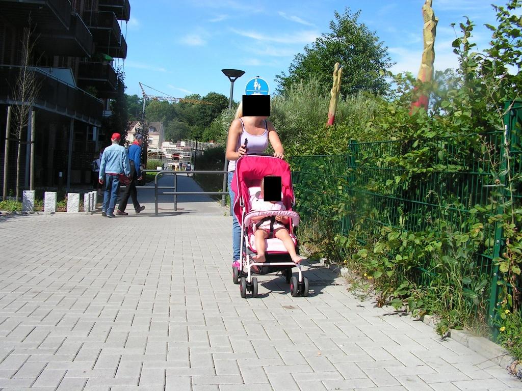 ... passiert eine Umlaufsperre, wie es sie in fahrradfreundlichen Städten schon lange nicht mehr geben sollte... (Foto: Peter Maier)