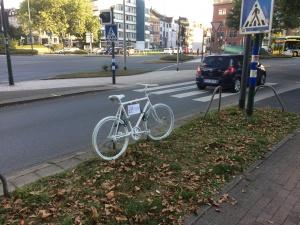 Das erste Essener Ghostbike an der Kruppstraße