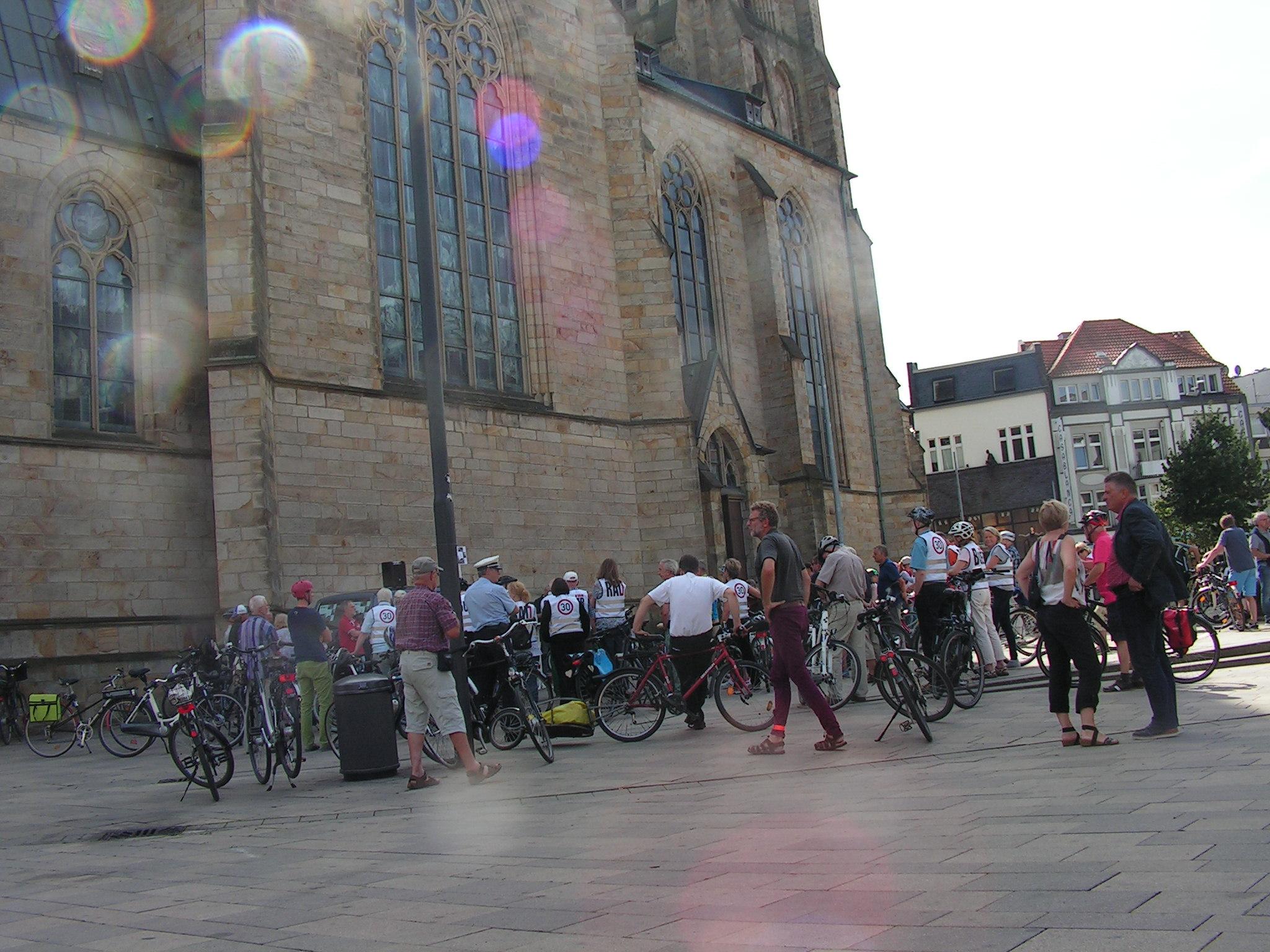 Treffpunkt Kirchplatz St. Urbanus. (Foto: Peter Maier)