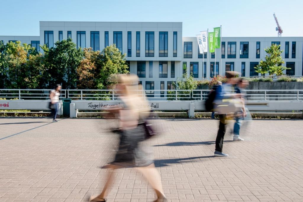 Das neue Geländer auf der Dr.-Gerhard-Petschelt-Brücke (Foto: RUB/ Marquard)