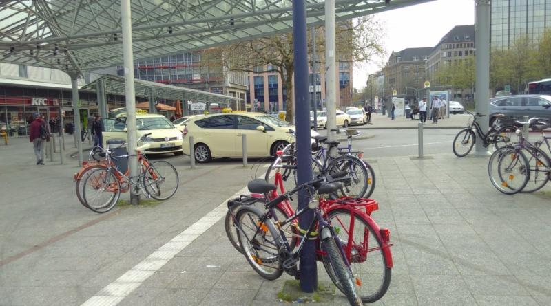 Widerrechtlich abgestellte Fahrräder am Hauptbahnhof Dortmund